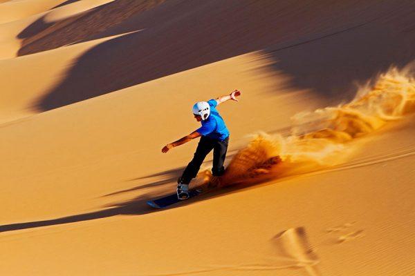 Sandboarding-Berselancar-Di-Atas-Pasir_feature-4